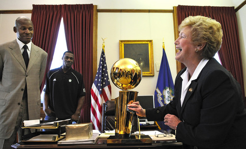 Conn. Gov. Jodi Rell loves golden balls