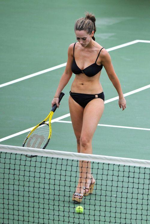 Jennifer-love-hewitt-bikini-tennis-08