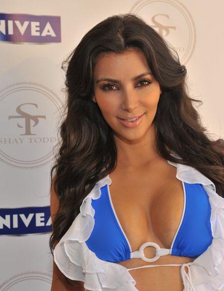 Kim-kardashian-bikini-1-06