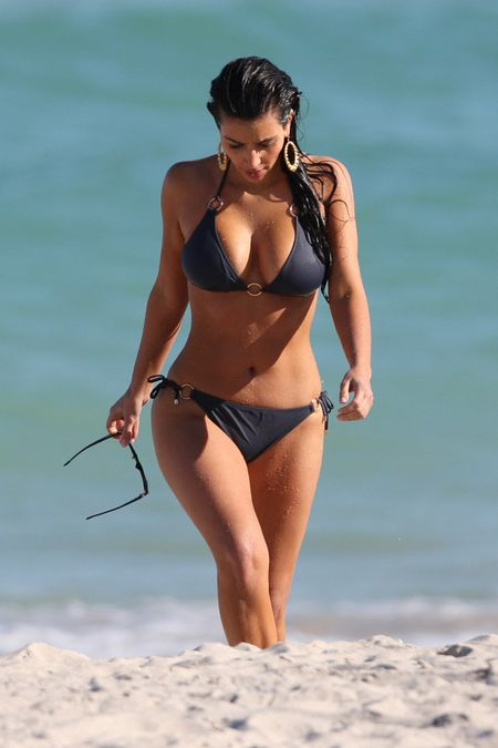 Kim-kardashian-bikini-1-07