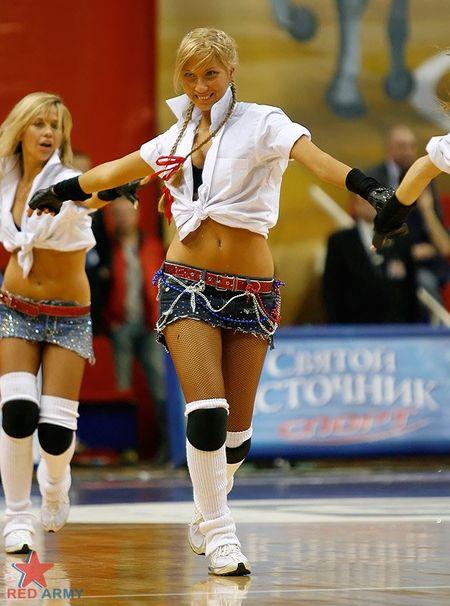 Russian_cheerleaders_2
