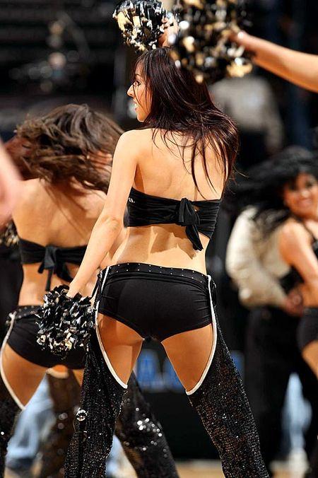 Spursdancers1