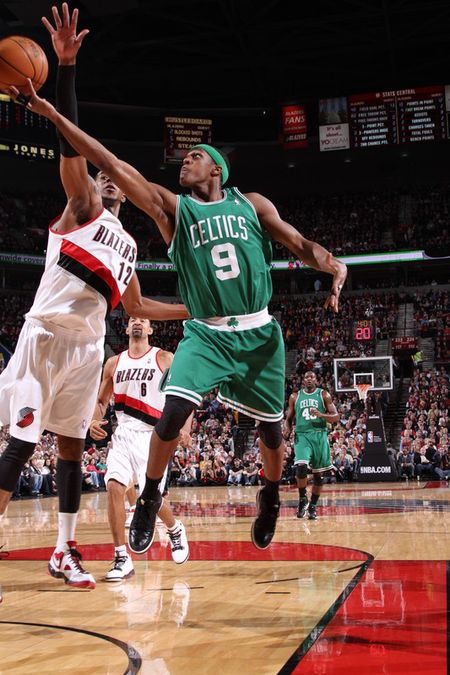 Rondo lay up vs aldridge