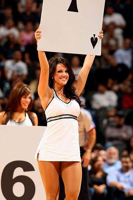 Spurs-silver-dancers(10)