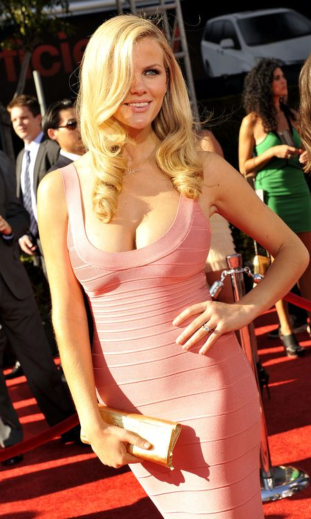 Brooklyn-decker-pink-espy-02