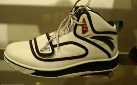 Kg white shoe