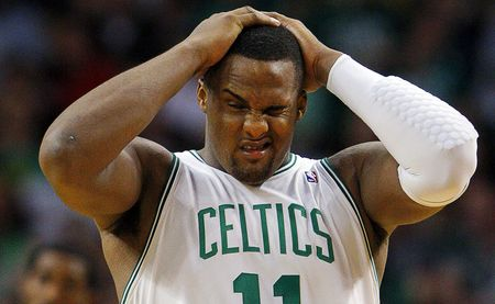 Glen davis hands on head