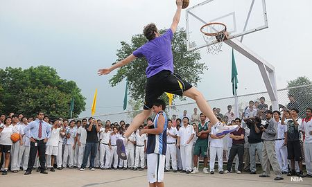 Gasol dunking on a kid