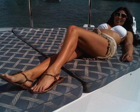 Kim-kardashian-bikini-twitter-01