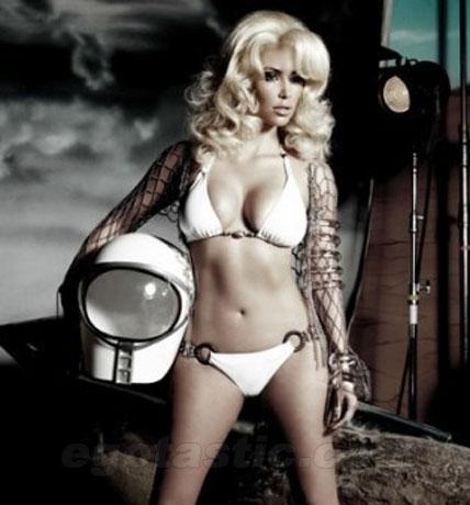 Kim-kardashian-beach-bunny-blonde