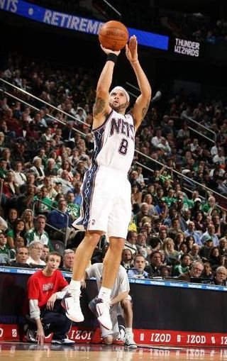 Deron Williams shoots