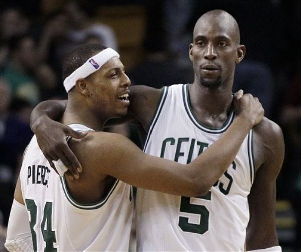 Paul pierce and kevin garnett arms around each other