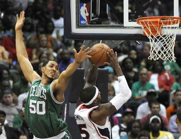 Ryan hollins against the Hawks 2