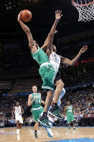 Avery Bradley posterized kevin durant