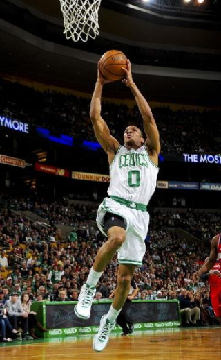 Avery bradley dunks in Wizards game