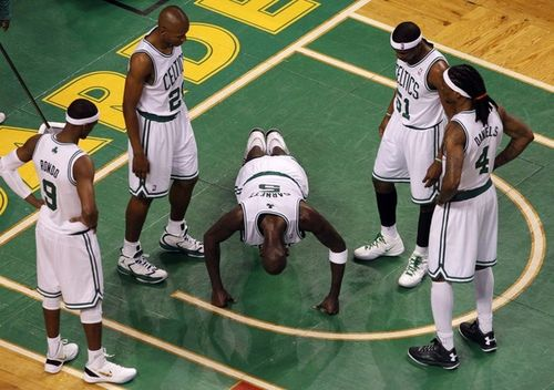 Kevin garnett doing pushups game 3